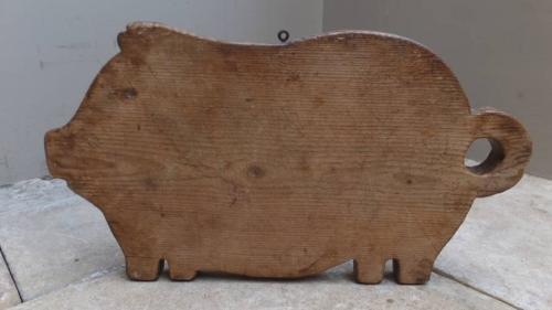 Early 20th Century Pine Pig Chopping Board