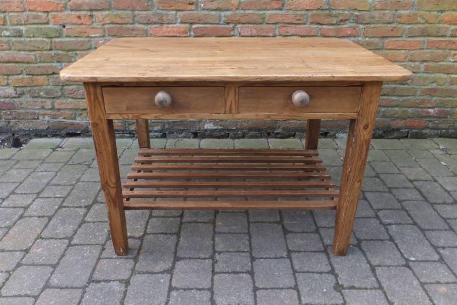 Late Victorian Pine Table - Centre Piece - With Potboard Base