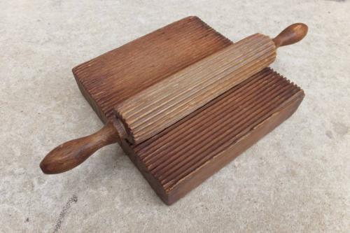 Rare Georgian Treen Crimping Board & Roller