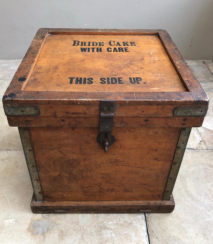 Rare 1920s Venesta Travelling Box Trunk - Bride Cake With Care