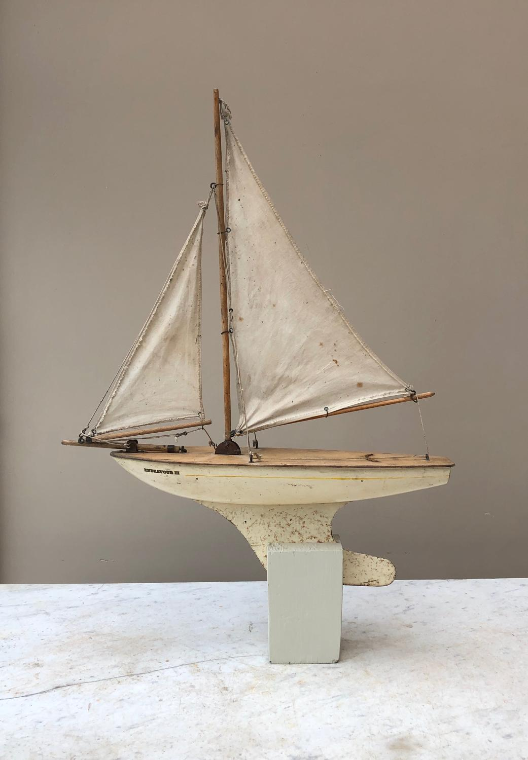 Antique Pond Yacht - Endeavour III