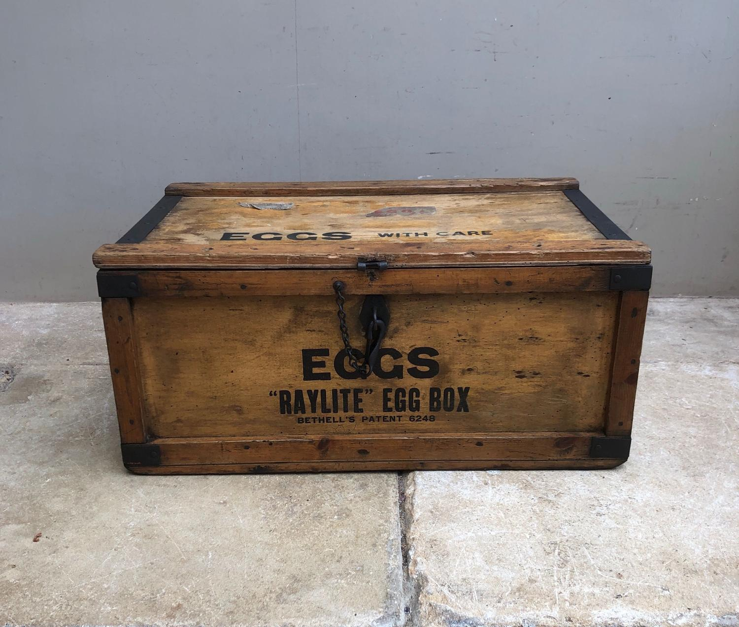 Huge Early 20th Century Raylite Travelling Eggs Box - Complete