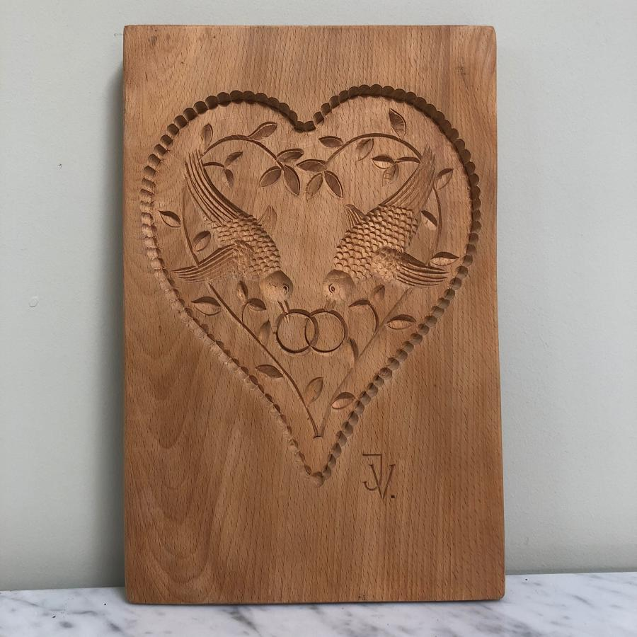 Superb Wedding Present - Mid Century Heart Carving Birds & Rings