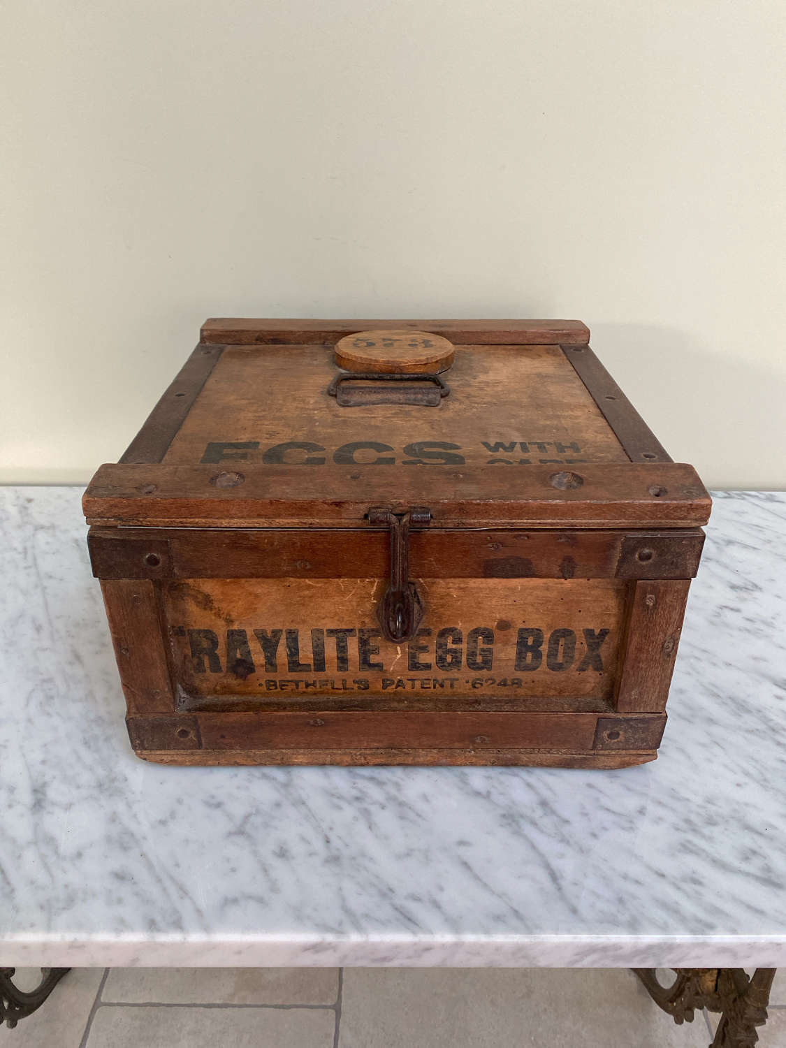 1930s Raylite Travelling Eggs Box