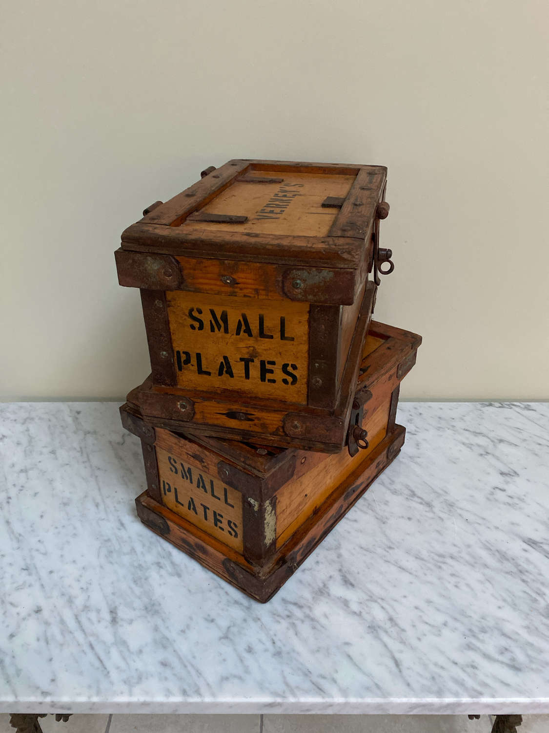 1930s Verney's Travelling Small Plates Box