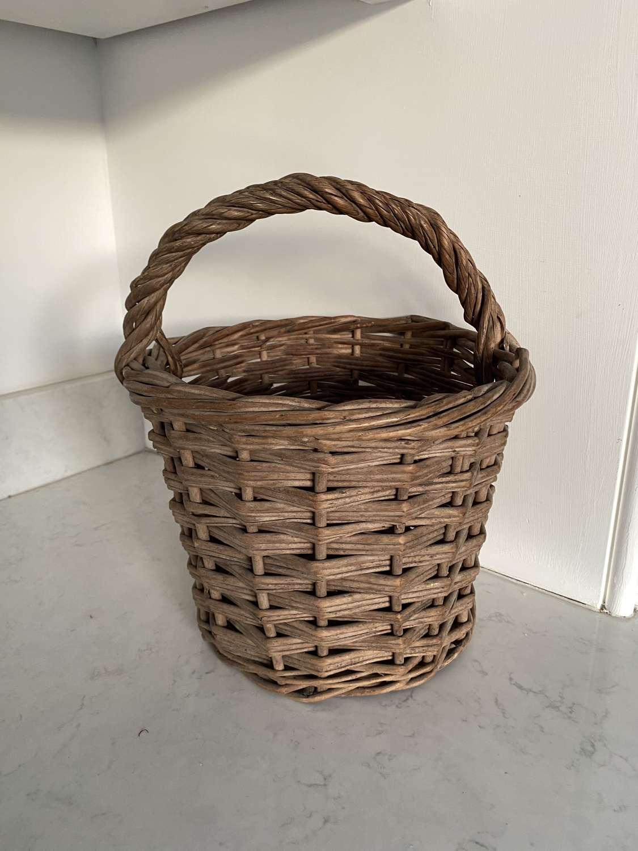 Lovely Condition Antique Fen Farm Egg Basket
